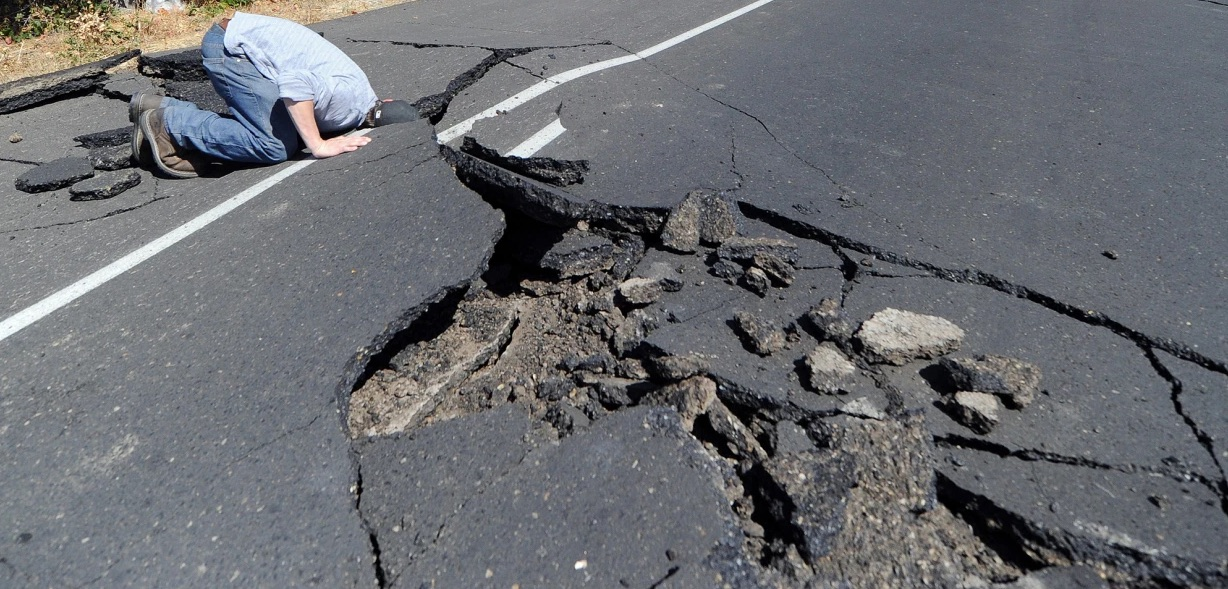 Man's head stuck in earthquake road, journal of wild culture ©2020